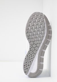 Nike Performance - AIR ZOOM STRUCTURE  - Stabilní běžecké boty - platinum tint/atmosphere grey/lavender mist/white - 4