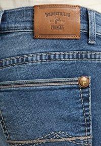 Pioneer Authentic Jeans - RANDO - Straight leg jeans - stone blue denim - 5