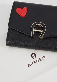 Aigner - HEART FLAPOVER - Peněženka - black - 2
