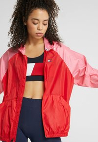 Tommy Sport - BLOCKED WITH LOGO - Windbreaker - red - 3