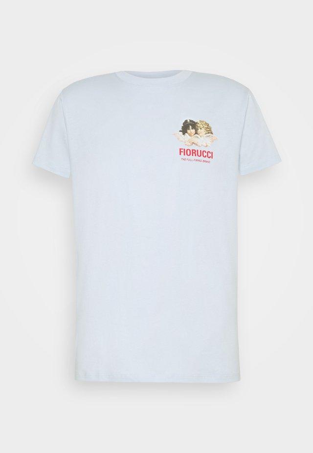 CLUB DE RACE TEE - Print T-shirt - pale blue