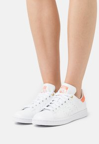 adidas Originals - STAN SMITH - Trainers - footwear white/semi coral/chalk white - 0