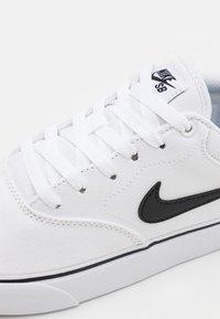 Nike SB - CHRON 2 UNISEX - Trainers - white/black - 5