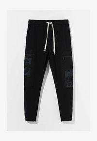 Bershka - MIT PRINT UND TASCHEN  - Pantaloni sportivi - black - 4