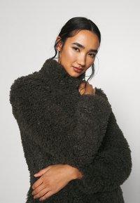 Vero Moda - VMBARRYTIFFANY  SHORT JACKET - Winter jacket - peat - 3