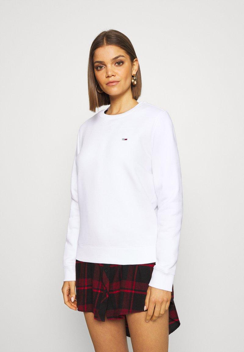 Tommy Jeans - REGULAR C NECK - Sweatshirt - white