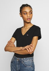 Tommy Jeans - SHORTSLEEVE STRETCH TEE - Basic T-shirt - black - 0