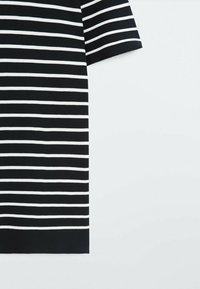 Massimo Dutti - Print T-shirt - blue black denim - 3