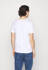 Abercrombie & Fitch - 3 PACK - T-shirt med print - white - 2