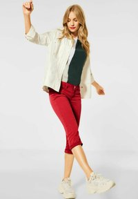 Street One - CASUAL FIT IN 3/4 - Denim shorts - rot - 1