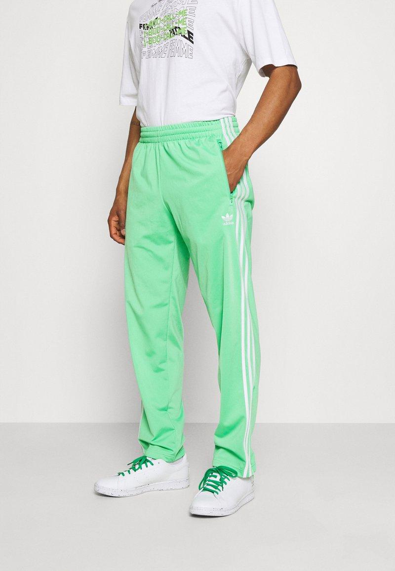 adidas Originals - FIREBIRD UNISEX - Spodnie treningowe - semi screaming green