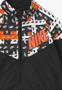 Nike Sportswear - HACKED VARSITY SET UNISEX - Tracksuit - black - 3