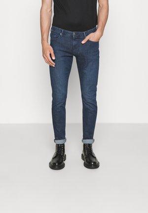 POCKETS PANT - Slim fit -farkut - blu navy chiaro