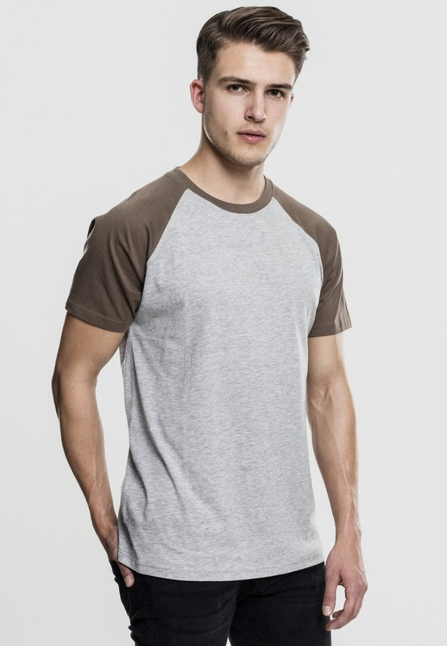 RAGLAN CONTRAST  - T-shirt print - light gray mottled/brown