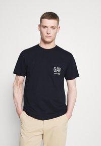 GAP - Print T-shirt - new navy - 0
