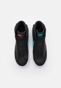 Nike Sportswear - BLAZER MID - Zapatillas altas - black/fusion red/light blue fury/grey fog - 3