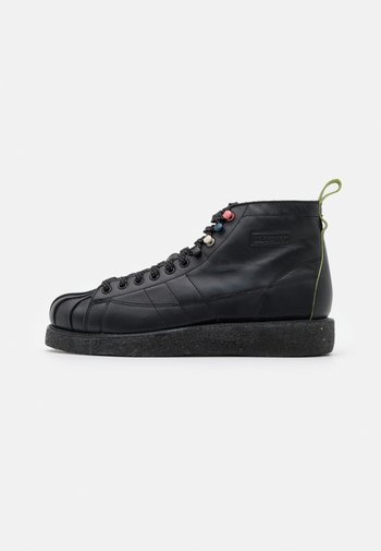 SUPERSTAR LUXE  - Lace-up ankle boots - core black/shock green