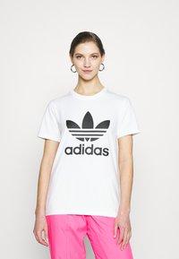 adidas Originals - TREFOIL TEE - Print T-shirt - white - 0