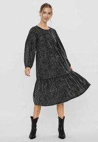 Vero Moda - Denim dress - black - 4