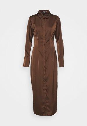 SLIM FIT MIDI SHIRT DRESS - Shirt dress - chocolate