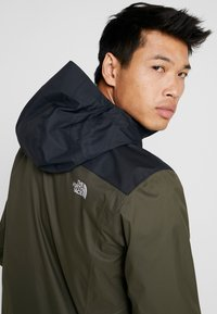 The North Face - QUEST ZIP IN JACKET - Kurtka hardshell - new taupe green/black - 5