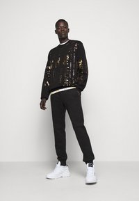 Versace Jeans Couture - Sudadera - black - 1