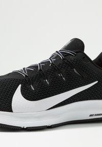 Nike Performance - QUEST 2 - Zapatillas de running neutras - black/white - 5
