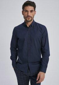 Auden Cavill - Shirt - dark blue - 0