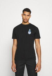 Santa Cruz - REMILLARD MAKO MATCHBOX UNISEX - Print T-shirt - black - 2