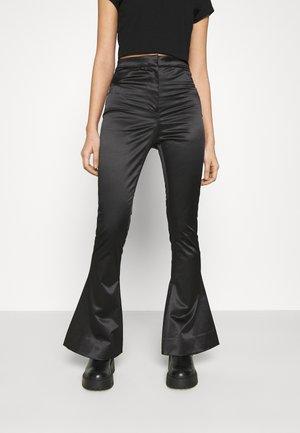 ALECIO FLARE TROUSER - Trousers - black