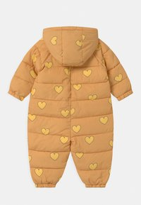TINYCOTTONS - HEARTS PADDED ONE-PIECE - Snowsuit - camel/yellow - 1