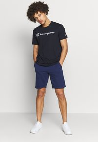 Champion - CREWNECK  - T-shirt con stampa - navy - 1