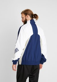 Mitchell & Ness - GEORGETOWN MID SEASON  - Veste coupe-vent - navy/sand - 2