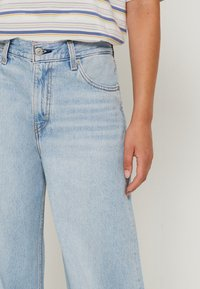 Levi's® - LOOSE ULTRA WIDE LEG - Flared Jeans - middle road - 4