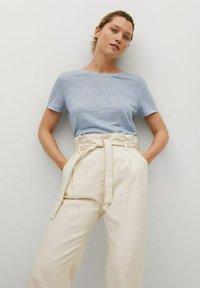 Mango - LISINO - T-shirt basique - hemelsblauw - 0