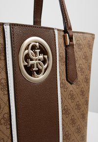 Guess - OPEN ROAD  - Bolso shopping - brown - 4