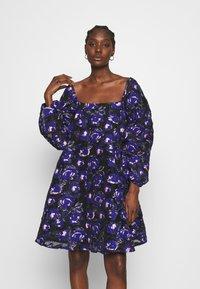 Résumé - CLAUDIA DRESS - Day dress - electric blue - 0