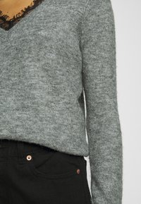Vero Moda Petite - VMIVA VNECK  - Jumper - medium grey melange - 5