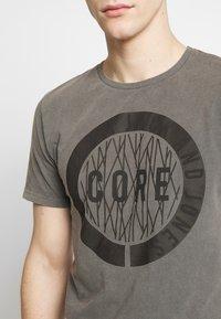 Jack & Jones - JCOPARADOX TEE CREW NECK - T-shirt print - asphalt - 4