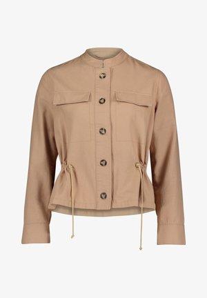 MIT AUFGESETZTER BRUSTTASCHE - Summer jacket - desert beige