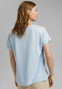 Esprit - PER COO CLOUDY - Basic T-shirt - light blue - 2