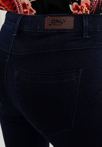ONLY - ONLROYAL - Vaqueros pitillo - dark blue denim - 5
