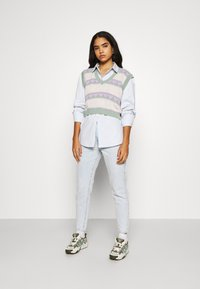 Gina Tricot - DAGNY MOM  - Relaxed fit -farkut - bleached blue - 1