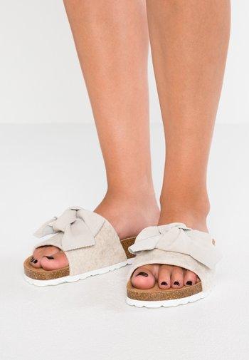 SILVIA - Domácí obuv - creme
