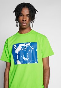 Obey Clothing - MIXED UP - Triko s potiskem - bright lime - 4