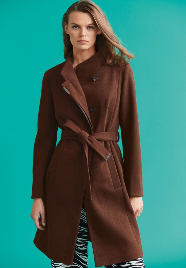 Mantel - brown