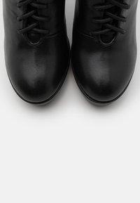 KHARISMA - Kotníková obuv na vysokém podpatku - nero - 5