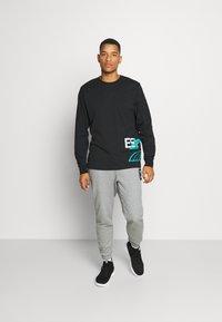 Puma - FRANCHISE STREET TEE - Long sleeved top - black - 1