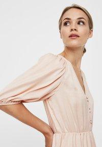 Vero Moda - MAXIKLEID V-AUSSCHNITT - Maxi dress - rose dust - 3