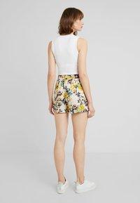 Vero Moda - MIAMI - Shorts - pristine - 2
